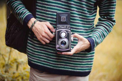 Retro_Camera_Hands_464842